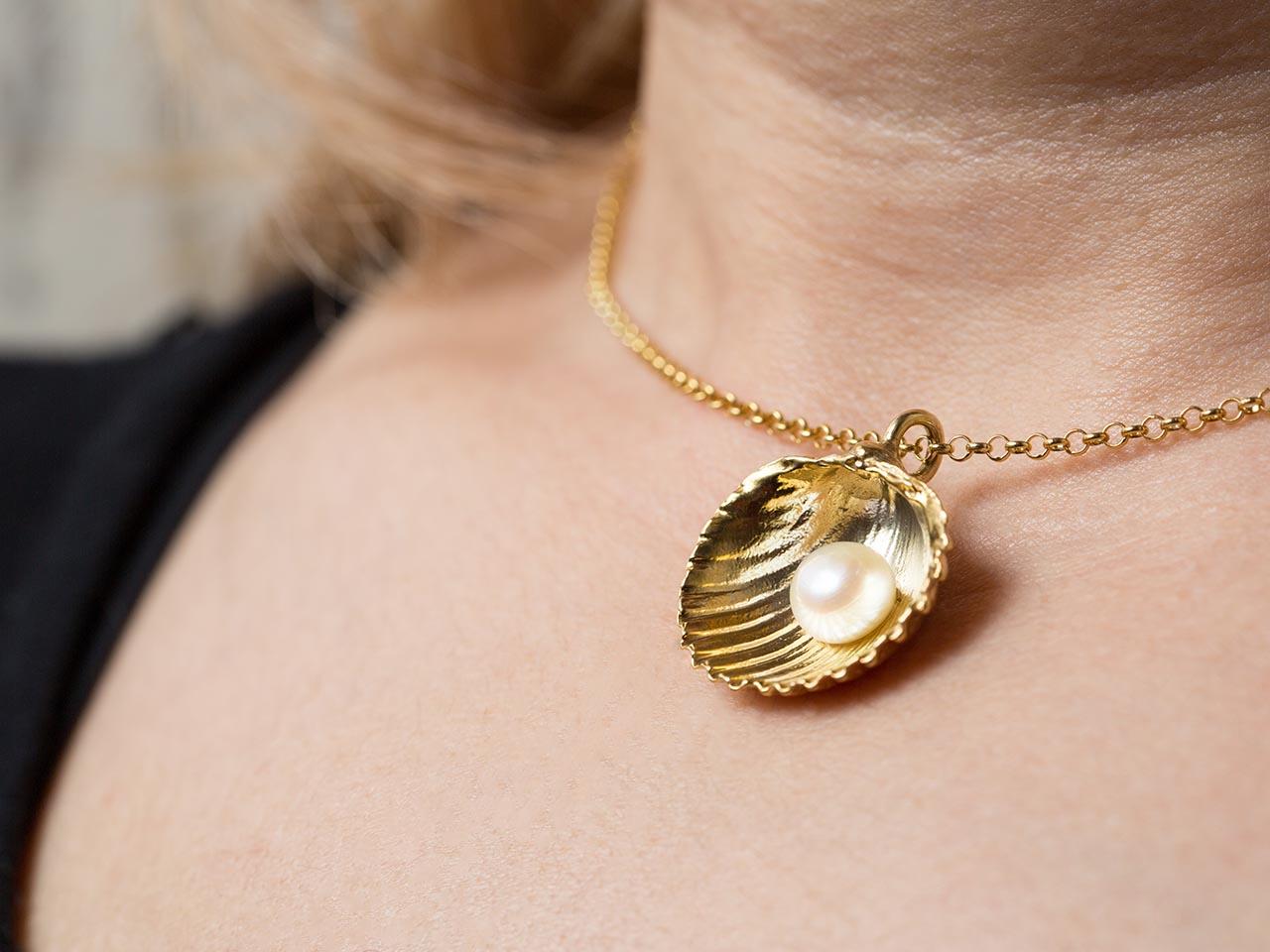 κρεμαστό αχιβάδα μαργαριτάρι χρυσό