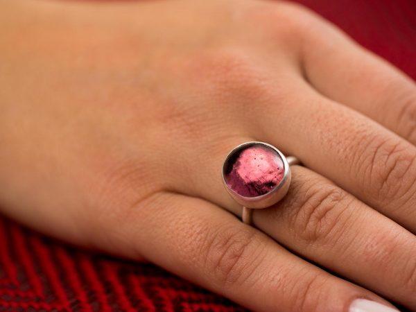 Χειροποίητο Ασημένιο Μικρό Δαχτυλίδι με Μωβ Αμέθυστου Παστίλια