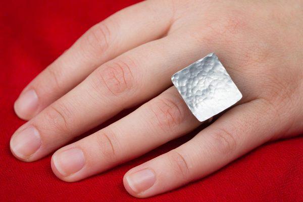 Χειροποίητο Ασημένιο Σφυρήλατο Τετράγωνο Δαχτυλίδι