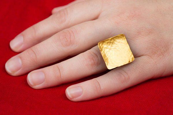Χειροποίητο Ασημένιο Επίχρυσο Σφυρήλατο Τετράγωνο Δαχτυλίδι
